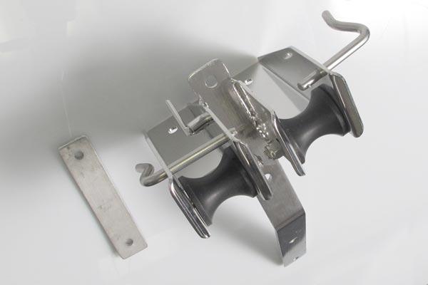 <span style= >Stem Fitting Dbl Roller C-25, C-27 Std Rig, C-270</span>
